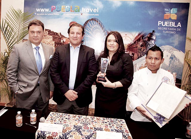 Yair Rivelino,  Roberto Trauwitz y Angélica Bravo
