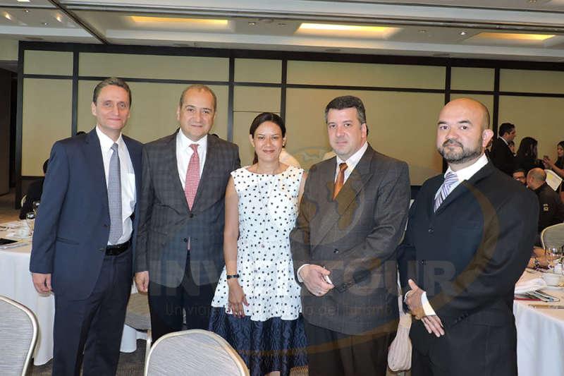 Nathan Poplawsky, Hugo Vela, Irene Muñoz, Eloy Rodríguez y Alberto Albarrán