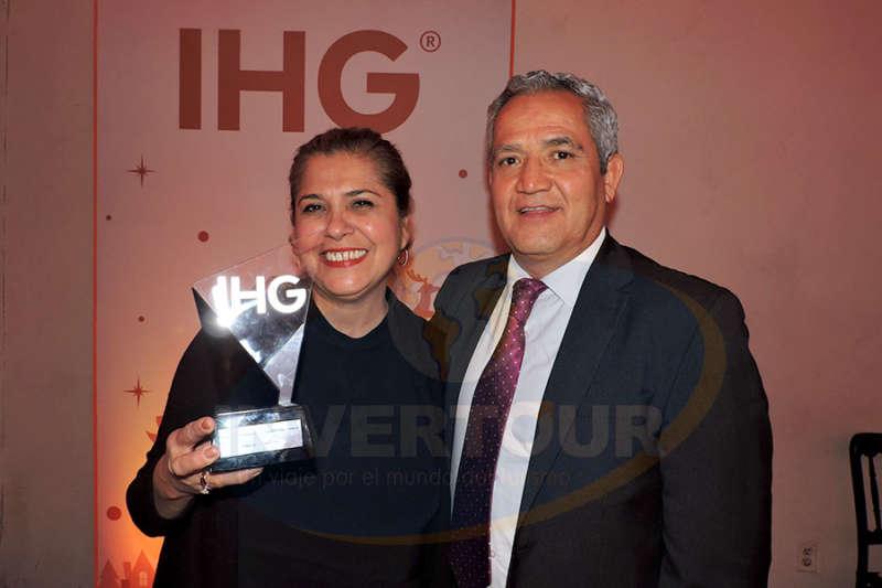 Mary Carmen Méndez con Víctor Hugo Rubio