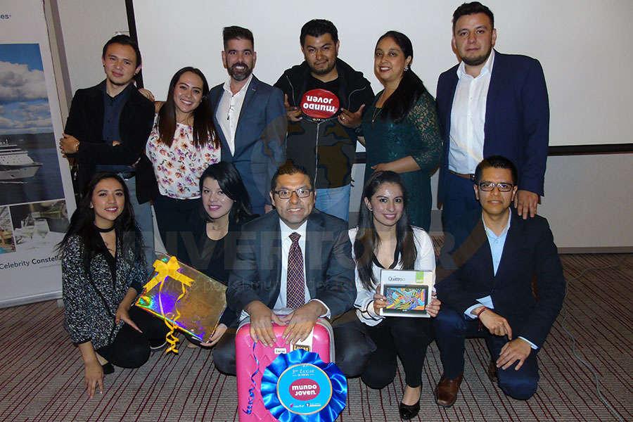 Osbel Leyva y Ramiro Gómez con ganadores de Mundo Joven