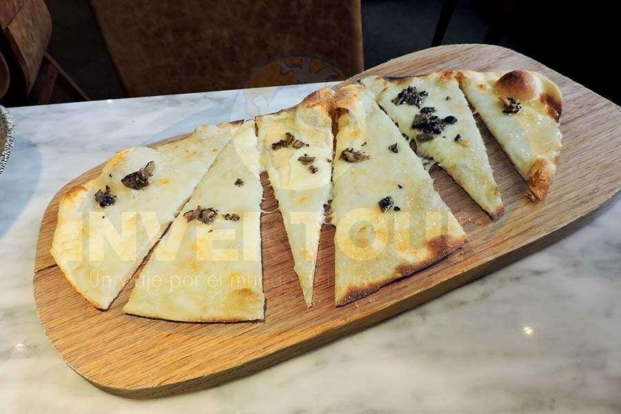 Pizzeta Al Quattro Formaggi con Tartufo