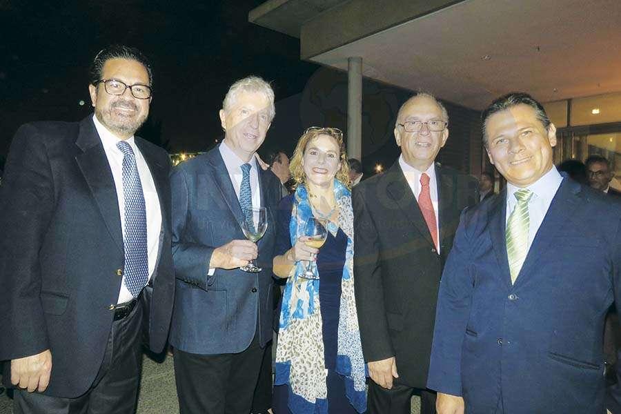 Marco Antonio Tena, Arq. Santiago Nales, Karin Baldamus, Virgilio Garza y Antonio Pinto
