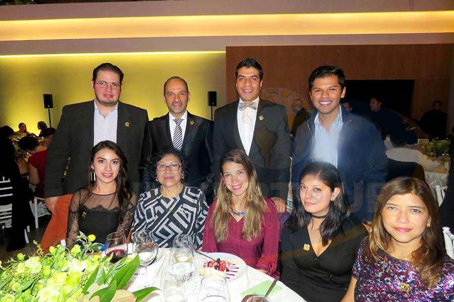 Rolando Gatica, Federico Mainfelt, Jorge Flores, Rodrigo Betancourt, Jessica Fuentes, Pilar Mendoza, Carla Guerrero, Yareli León y Adriana Guerrero
