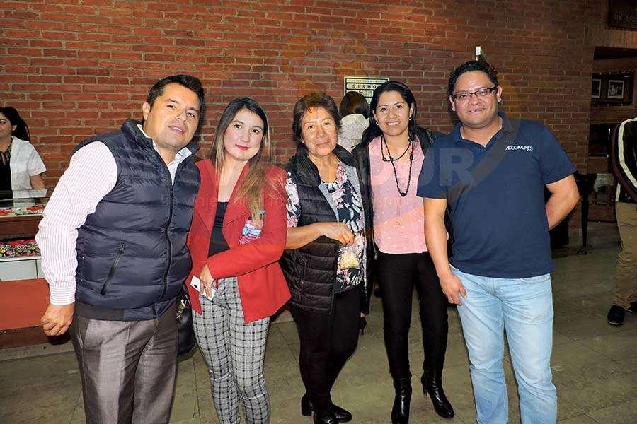 Cristopher Cosio, Cinthya Moreno, Esther Rodríguez, Alejandra Mendoza y Carlos Saavedra