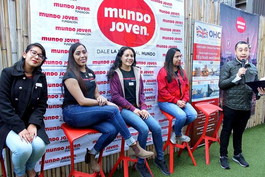 Brenda Ruiz, Diana Alvarado, Gloria Pérez, Anel Sánchez y Rubén Mora