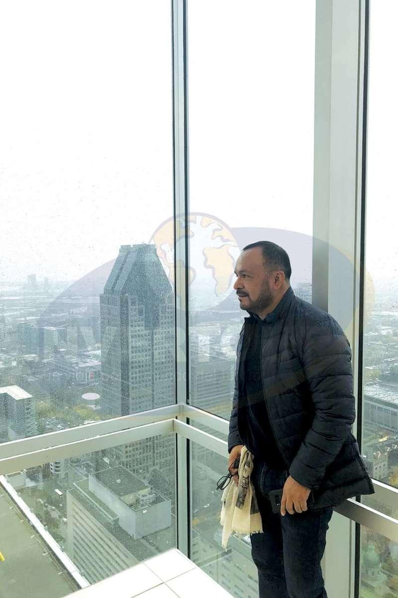 Miguel Galicia, un gran anfitrión, en la torre Place Ville-Marie
