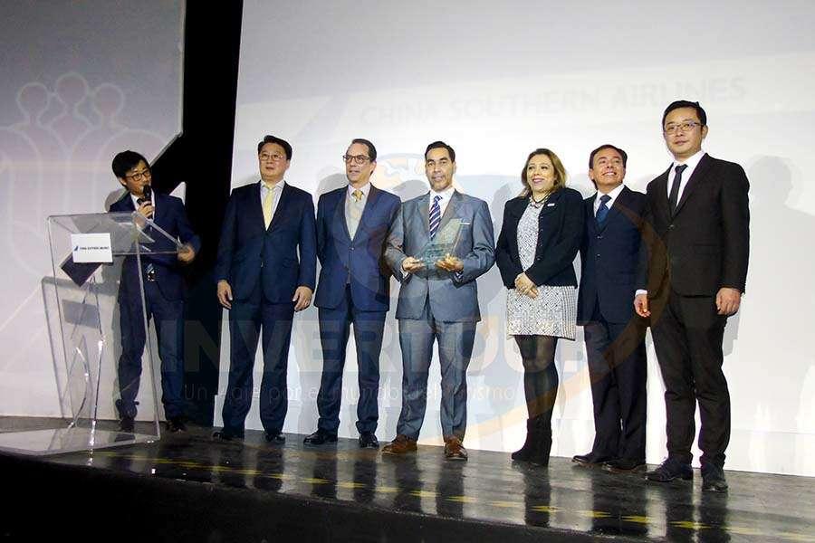 Diego Jiang, Kevin Hou, Alex Lemus, Rafael Aponte, Rosy Zepeda, Gerardo Mendoza y Wu Yingjun