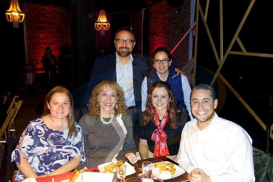 Diana Mancilla, Maru Denigris, Francisco Ceballos, Mónica Cárdenas, Beatriz Rosas y Rubén Mora