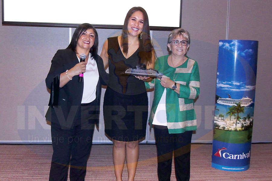 Larissa Riquelme, Karla Garza y Lilia Riquelme