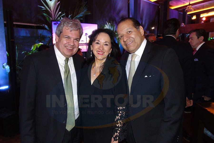 Gastón Cantarell, Yarla Covarrubias y Andrés Calderón