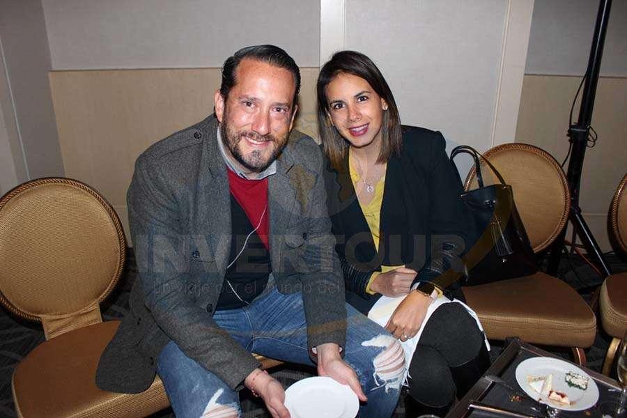 Jorge Sales Jr. con Erika González