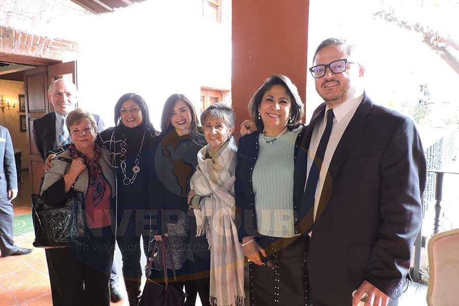 Carlos Colín, Carmen Mosqueira, Larissa Riquelme, Paola Riquelme, Lilia Riquelme, Blanca Olivera y Julio Laguna López