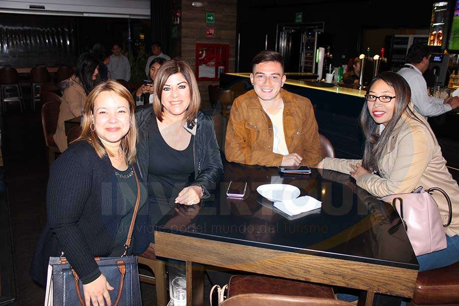 Amparo Fernández, Elvia Victoria, Yohnathan Gutiérrez y Angélica Mendoza