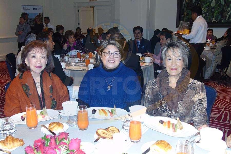 Teresita Muñoz, Katia Valerio y Connie Martin