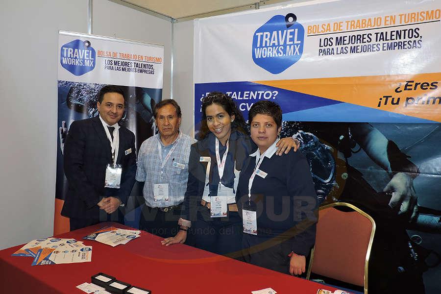 Oscar Girón, Santiago Ramírez, Estephania Ruiz y Claudia González del Camino