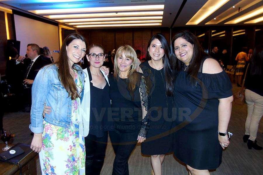 Luisa Vines, Ximena Cruz, Sara Gomezortigoza, Aline Soto y Ana Oliveros
