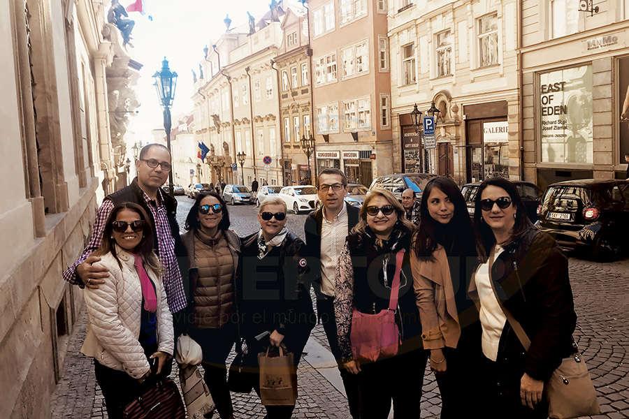 Mariela, Abbes, Clara, Vendula, Petr, Adriana, Andrea y Alicia en Praga