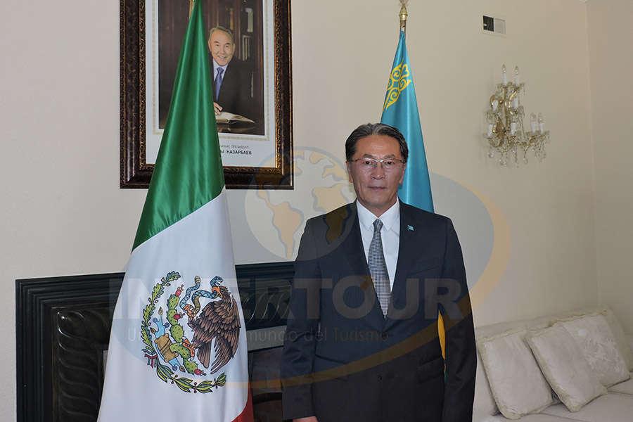Excelentísimo embajador Andrian Yelemessov