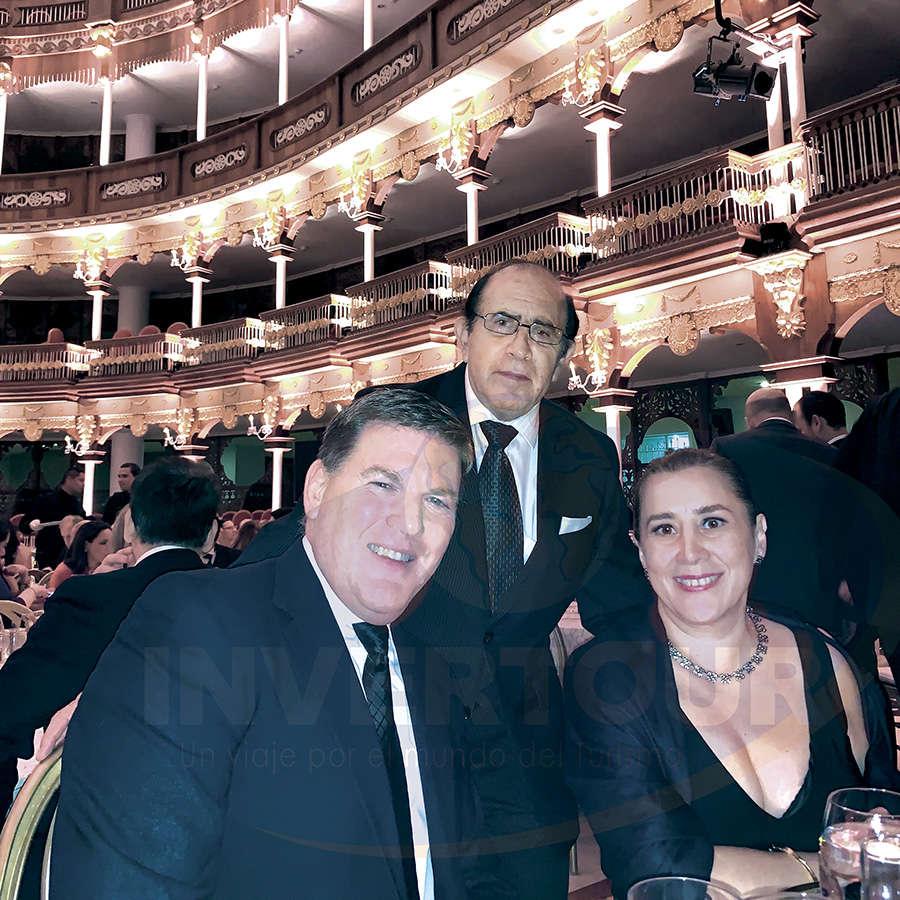Gavin Smith, Ing. Jaime Orizaga y Sylvia Esquivel