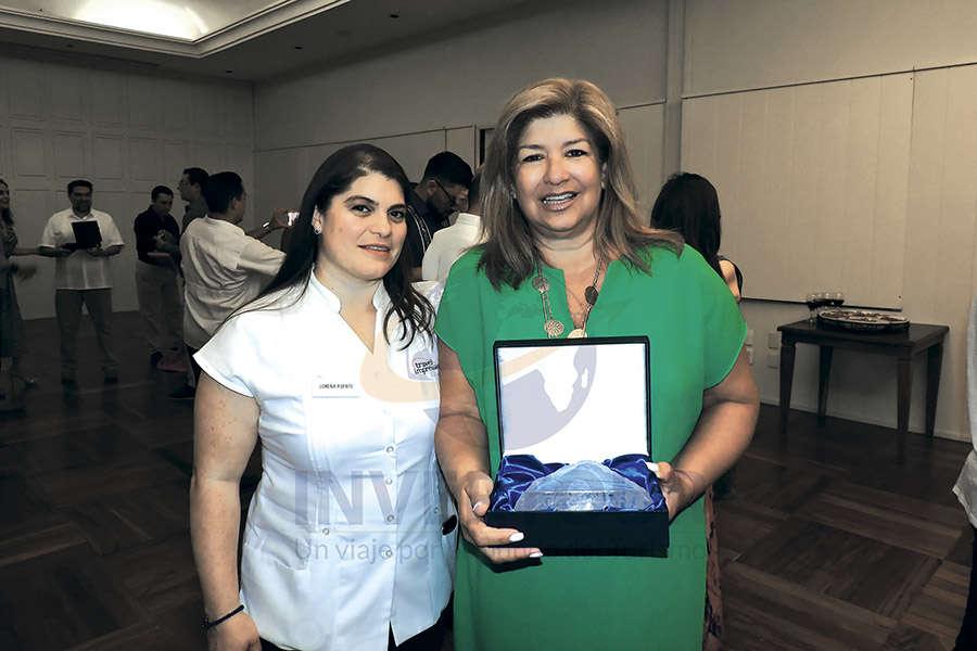 Lorena Puente con Sylvia St. Lawrence