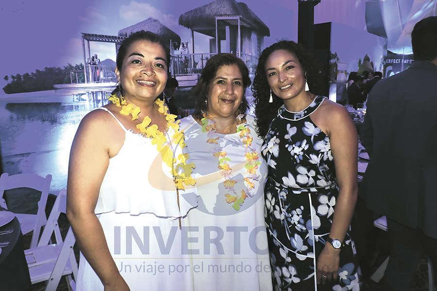 Renata Mendoza, Susana Sandoval y Erika Moreno
