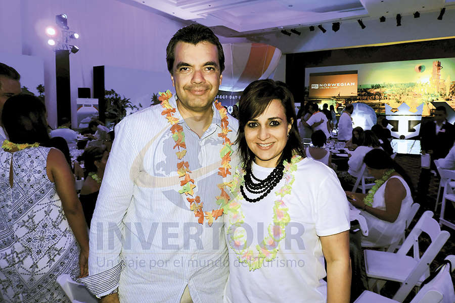 Carlos Allende con Lucila Hernández