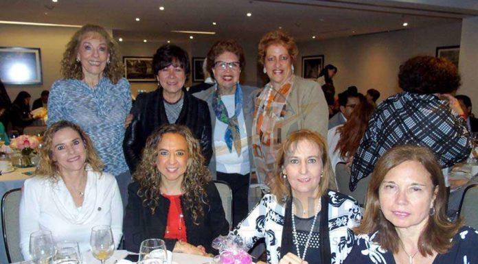 Atrás: Maru Denigris, Arlina Zurita, Yolanda Montes y Margarita Valle Karim Baldamus, Giselle Friederichsen, Begoña Fernández y Cecilia Beltrame