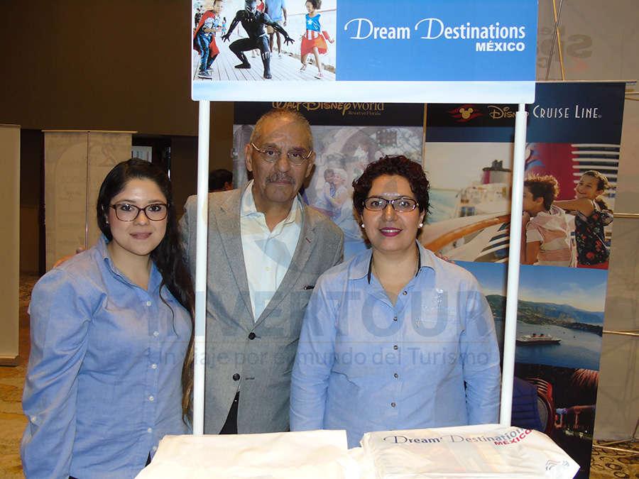 Stephanie García, Carlos Salazar y Yunuén Hernández