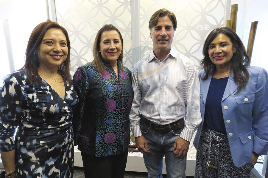Claudia González, Sylvia Esquivel, Trey Hickey y Ruth Leal