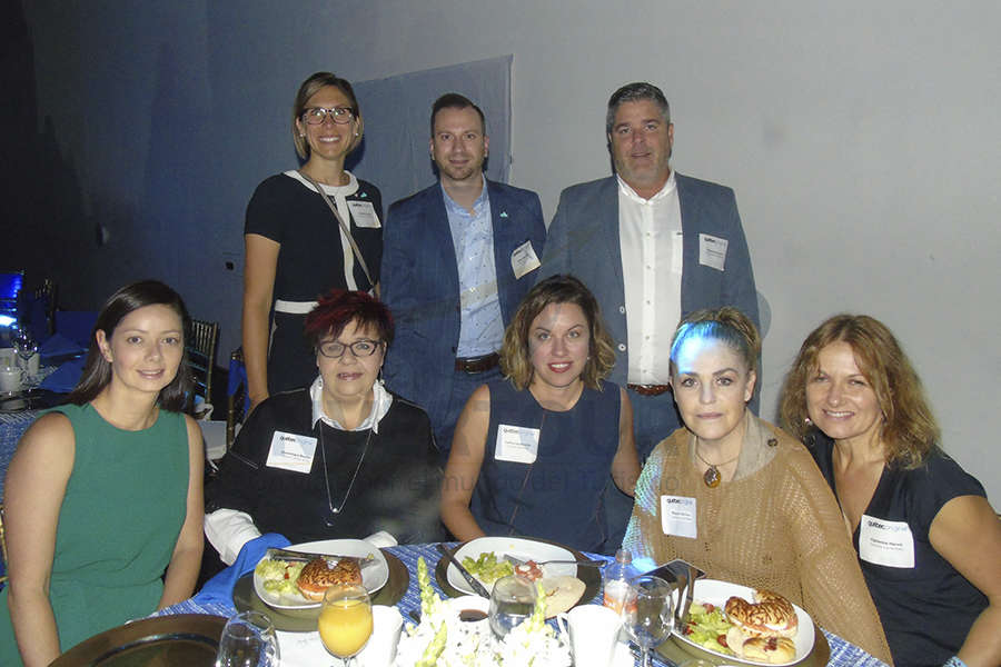 Arriba: Audrey Lavoie, Simon Marinier y Alexandre Caron  Sarah Martin, Dominique Boulet, Catherine Binette, Magda Bermea y Fabienne Hervé