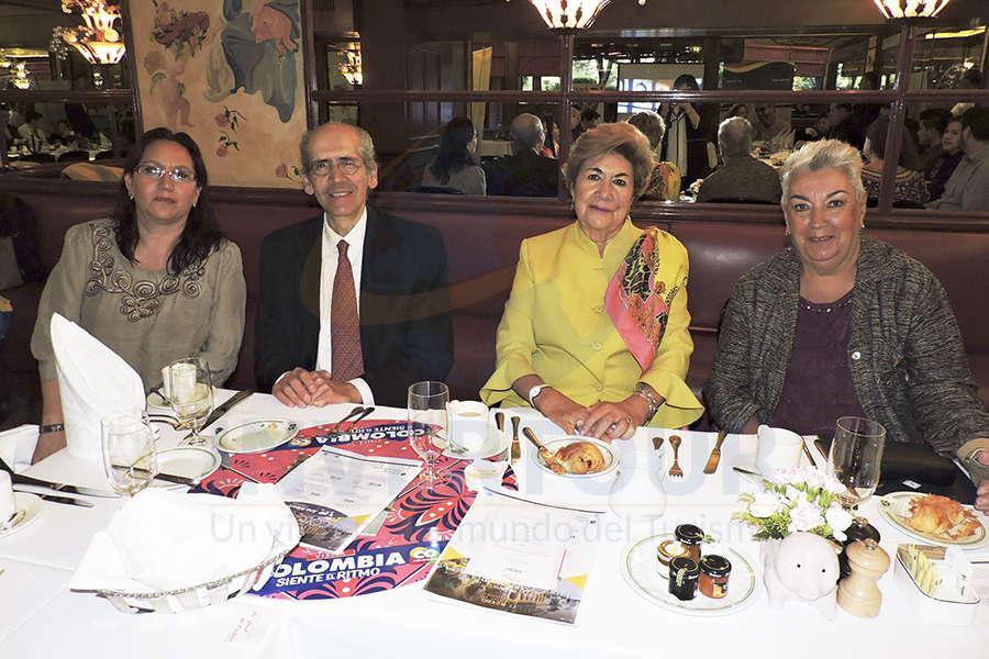 Lucia Pimentel, Víctor Valderrama, Graciela Madrid y Socorro de Acosta
