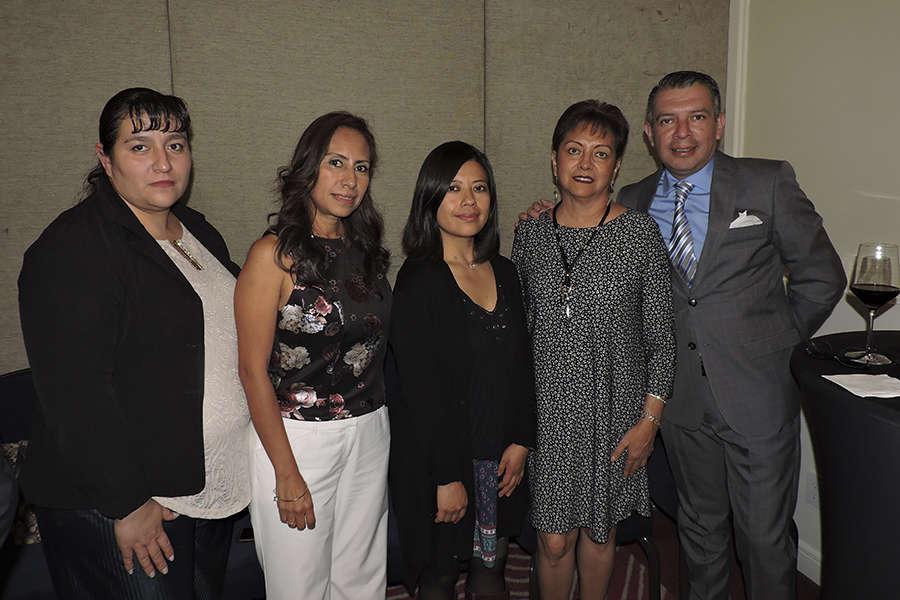 Carmen Mora, Karelia Paralizabal, Leticia Mendoza, Yolanda González y Alberto Sandoval