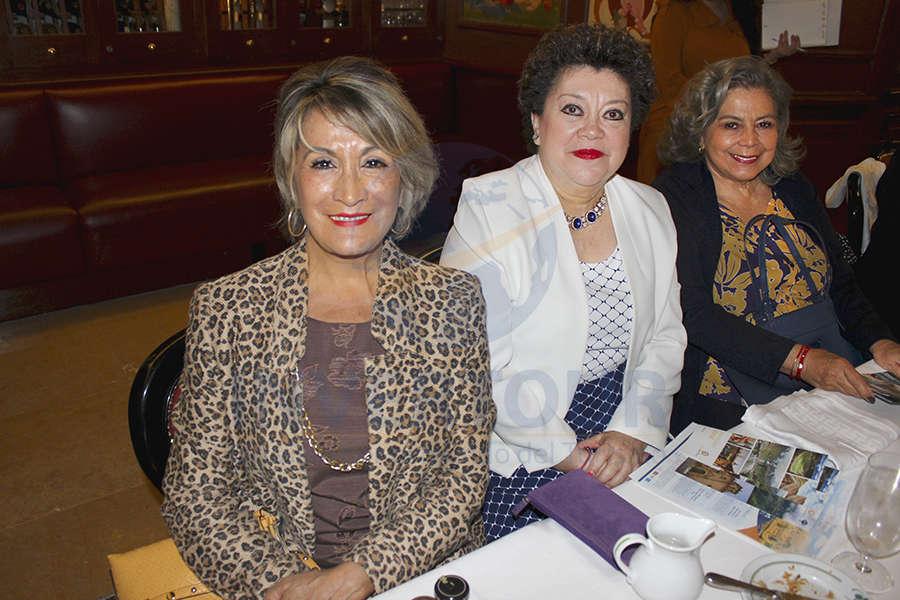 Connie Martin, Rosario Castro y Guadalupe Camacho