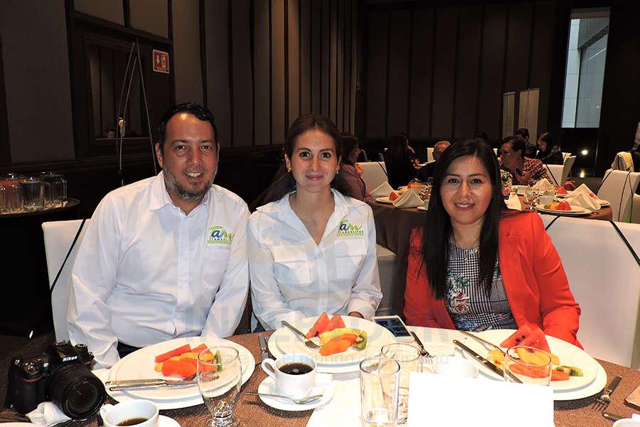 Enrique Gamez, Ana Gabriela Márquez y Brenda Alonso