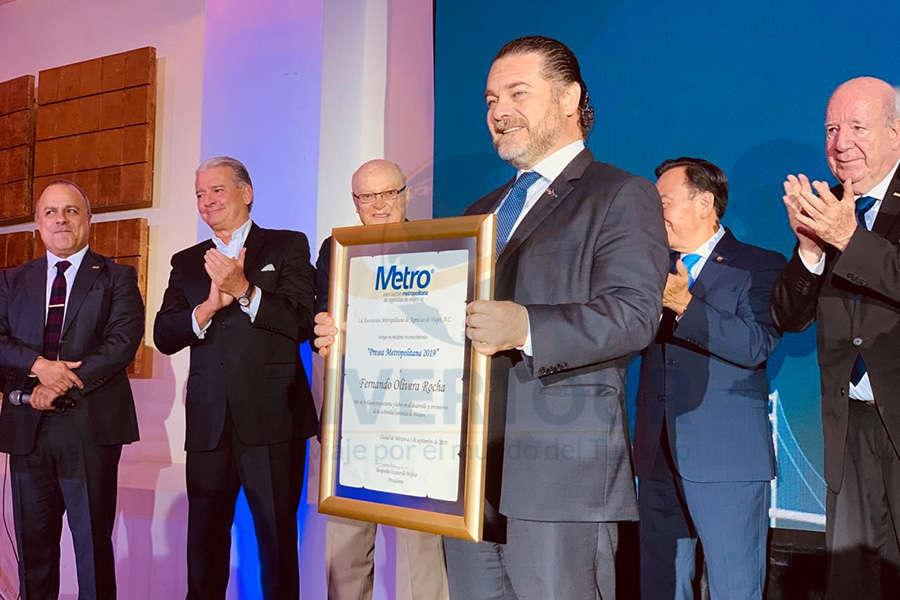Fernando Olivera recibe la Medalla al Mérito Turístico