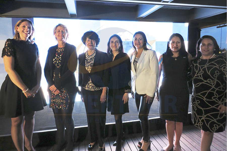 Jacomien Dijkstra, Margriet Leemhuis, Maricarmen Delapuente, Helvia González, Adriana Ortíz, Livier Bustos y Maricarmen Lara