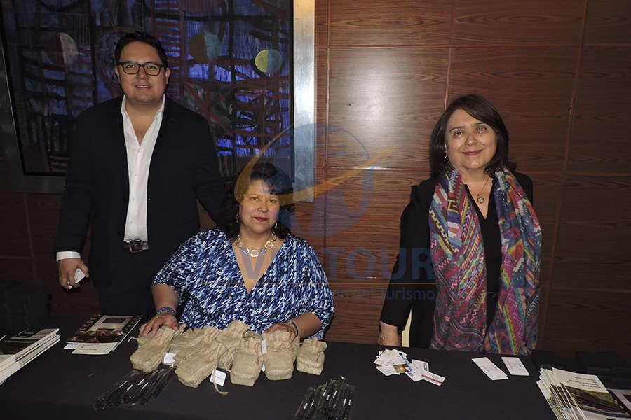 José Manuel Reyna, Gabriela Robles y Lupita Gómez