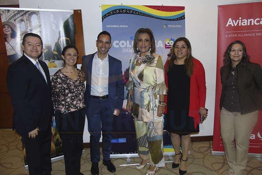 José Albor, Andrea Daza, John Duque, Judith Guerra, Karina González y Lilia Figueroa