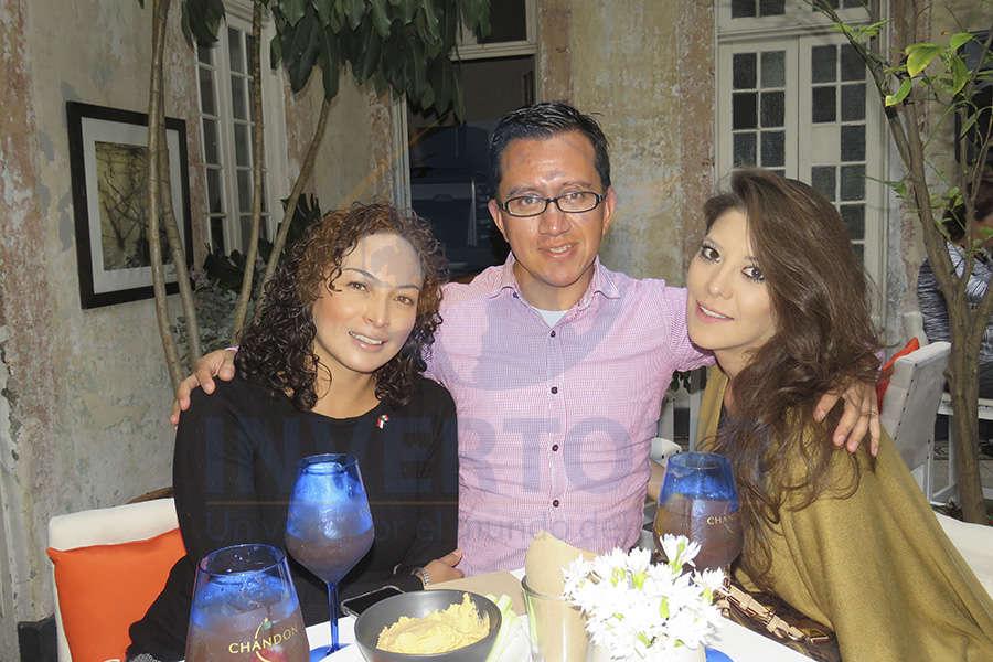 Erika Moreno, Vicente Fernández y Thalía Castillo