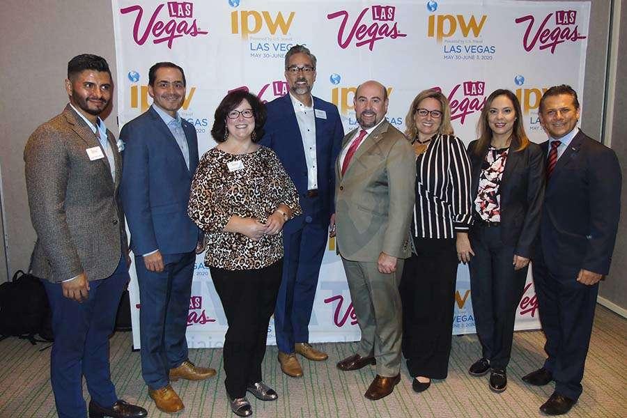 Juan Carlos Ruiz, Benjamín Díaz, Cathy Reynolds, Michael Martin, Paul Oliva, Nicole DeSilvis, Adriana de la Torre y Antonio Pinto