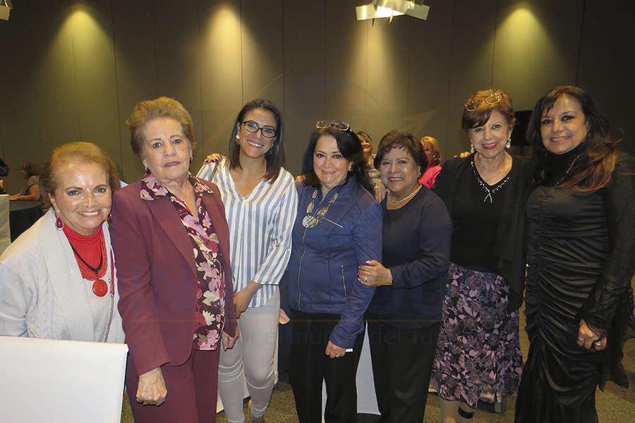 Emma Lamoglia, Silvia Fernández, Ana Laura Serrano, Rosi Bauer, Luz María Larrondo, Silvia Gómez y Elizabeth González
