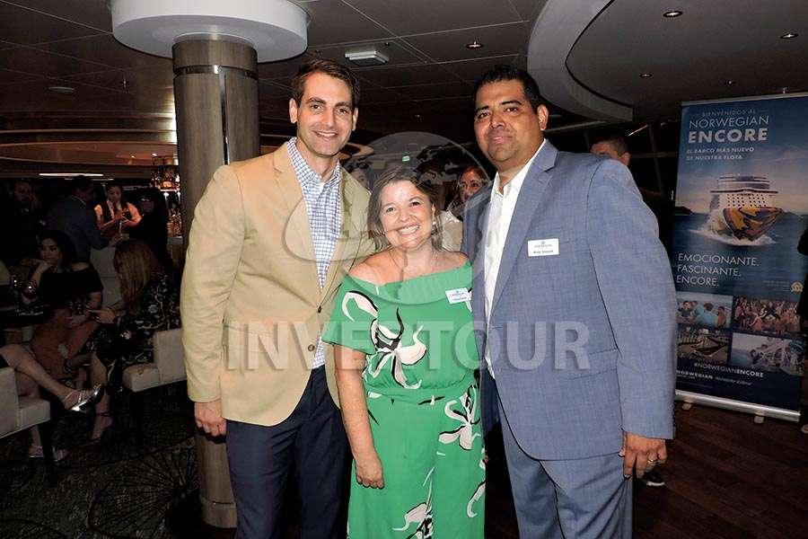 Todd Hamilton, Estela Farina y Rodolfo Vasquez