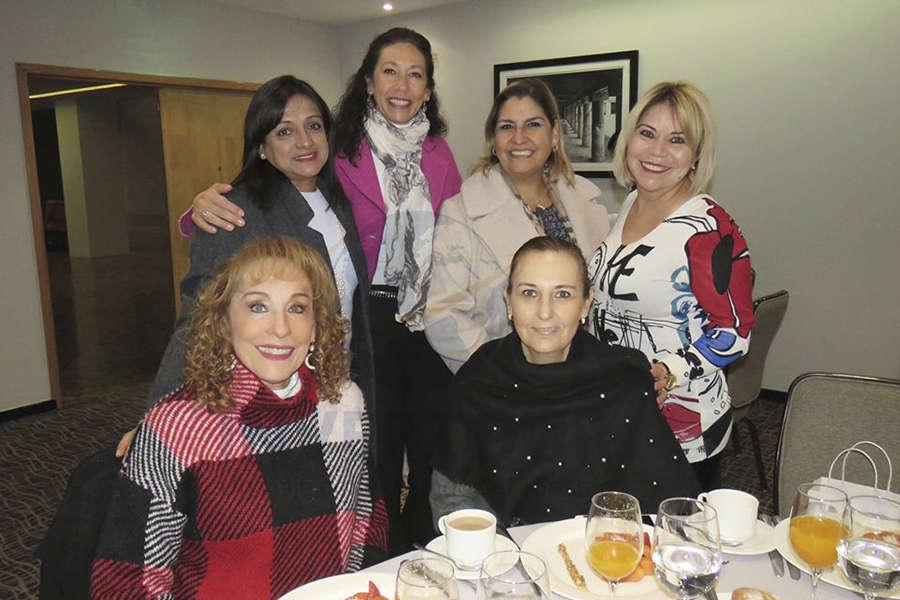 Maru Denigris, Ivette Bistrain, Judith Palleiro, Susana Araujo, Begoña Fernández y Alicia Mejía