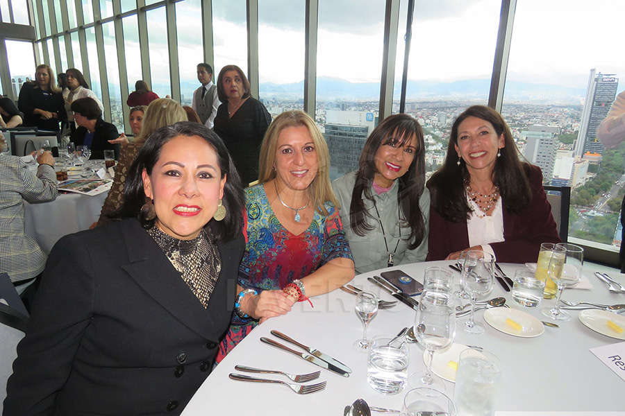 ..., Esther Pujol, Ruth Leal y Judith Palleiro