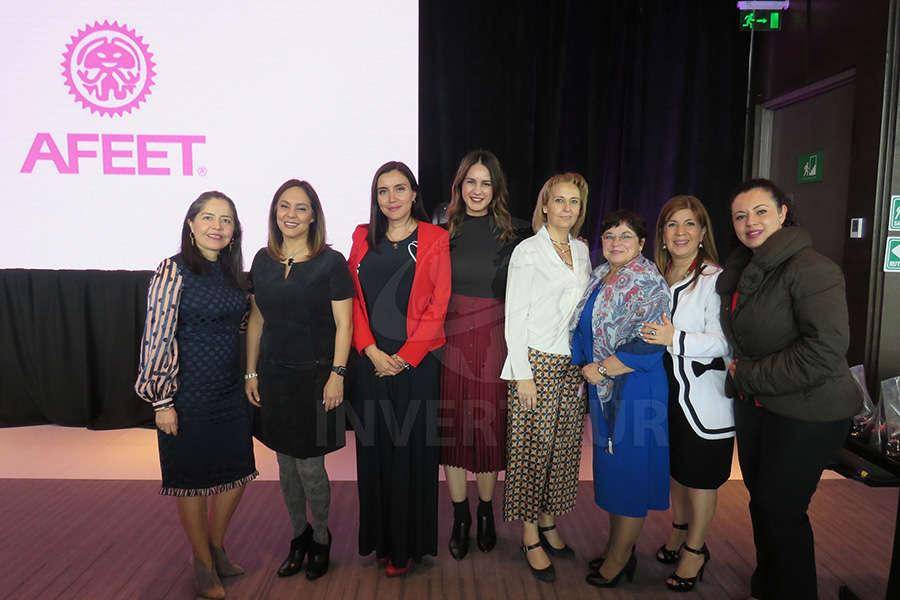 ... Adriana de la Torre, Diana Olivares, ..., Begoña Fernández, Mariana Zambrano, Angélica Villalobos y ...