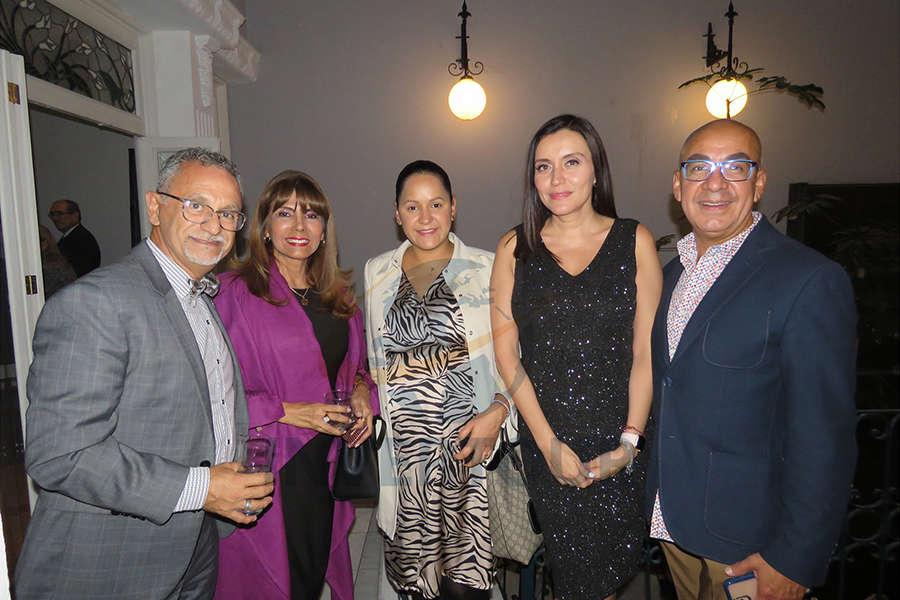 Jaime Rogel, María Teresa Villena, Bianca Porras, Diana Olivares y Erwin Romero