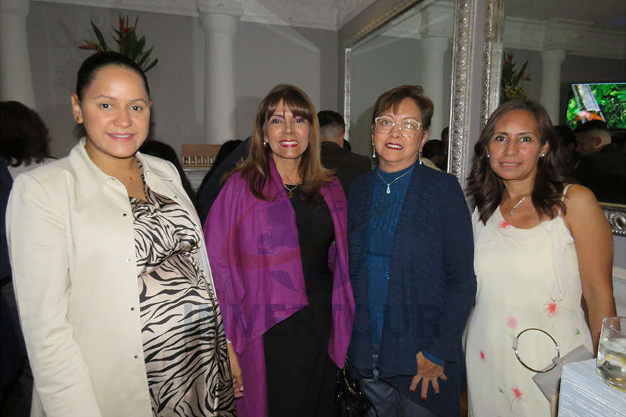 Bianca Porras, María Teresa Villena, Yolanda González y Karelia Paralizabal