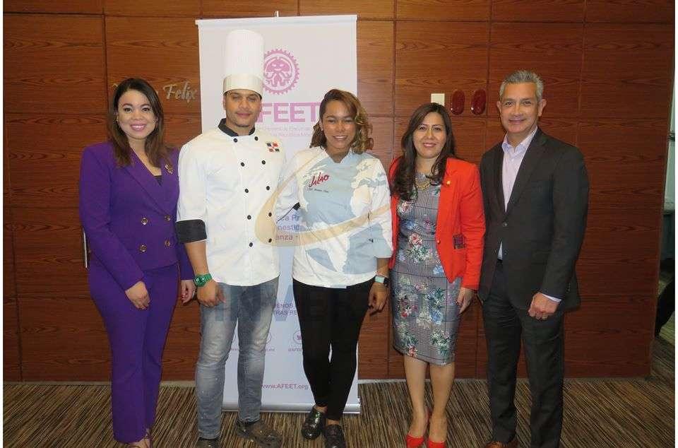 Carolina Pérez, Joel Ortíz, Noemí Díaz, Brenda Alonso y Jaime Díaz
