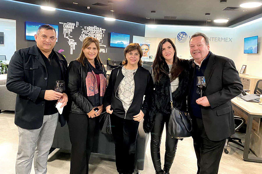 Alberto Treviño, Beatriz Treviño, Carmen Treviño, Balbina Villarreal y Luis Pérez