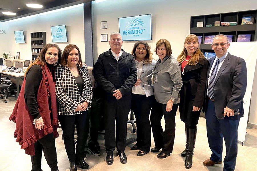 Gabriela Jorge, Ana Barrios, Reynolds Pedraza,  Aurora Tapia, Lucía Guerra, Erika Menzel y Carlos Novelo